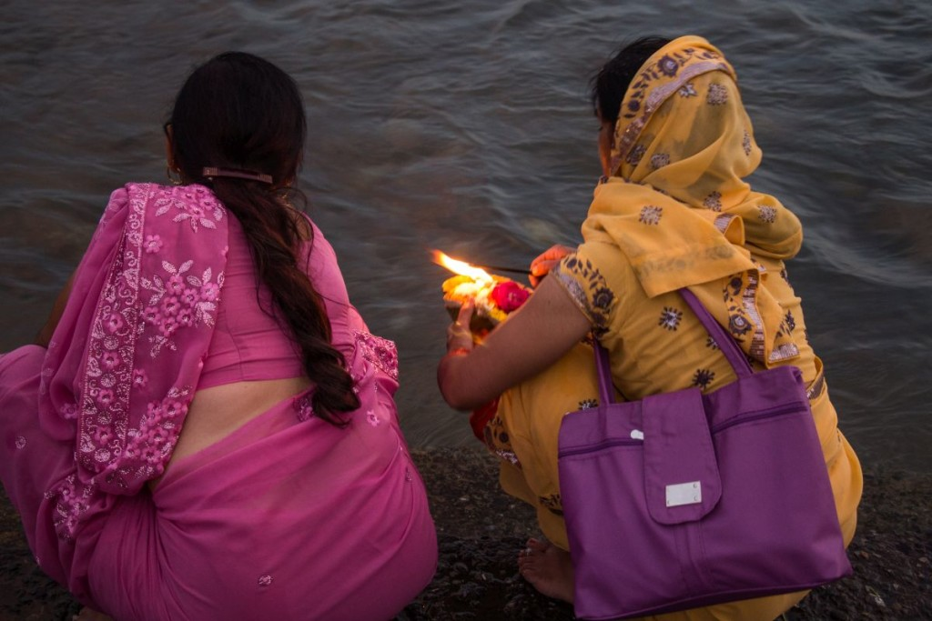 Devotees offer prayer to Ganges in Rishikesh