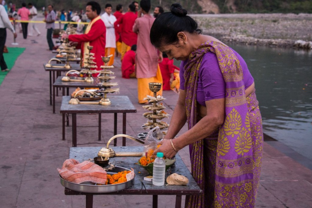 Preparation ongoing for the Maha Aarti in Triveni Ghat Rishikesh