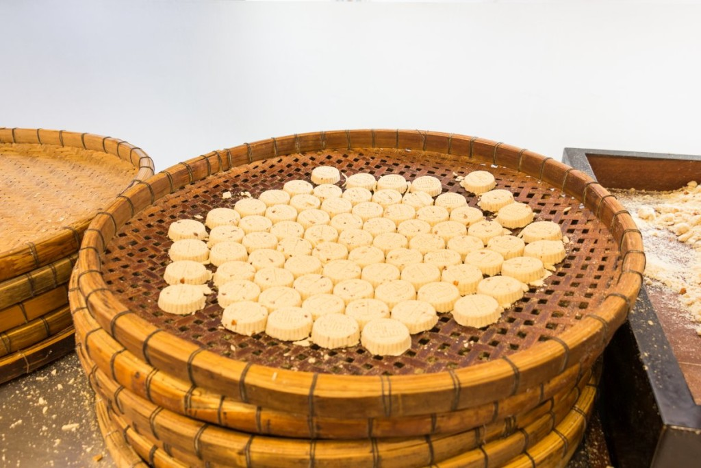 Almond cookies being prepared at Taipa Food Street